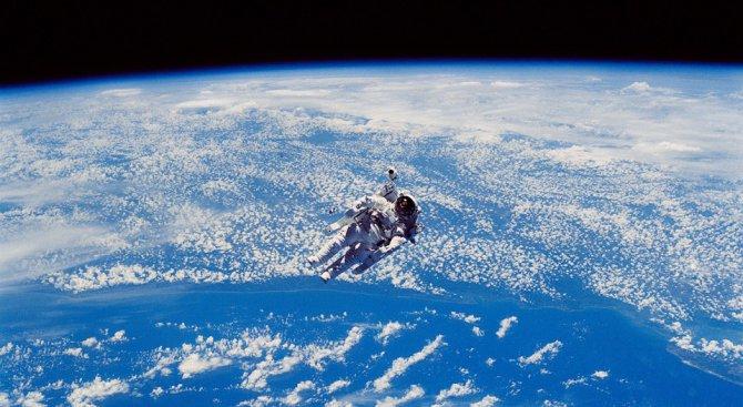 Астронавтите Марк Ванде Хай и Норишиге Канаи излязоха в открития космос (видео)