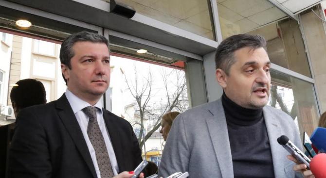 """БСП се събра спешно на """"Позитано 20"""". Оставка на Валери Жаблянов няма да има (обновена)"""