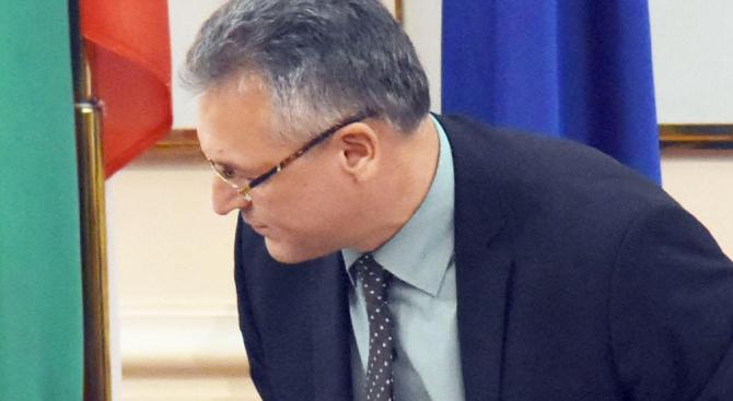 Жаблянов се появи в парламента, иска да знае мотивите за исканата му оставка (видео)
