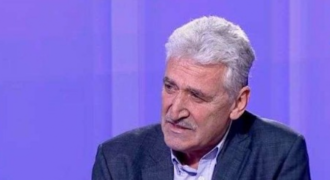 Красимир Велчев: Радев вече не е военен, а президент