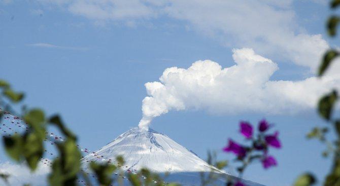 МВнР: Вулканът на Бали се активизира отново