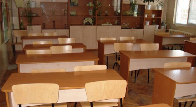 Отбелязаха 68-годишнината от откриването на езиковата гимназия в Ловеч