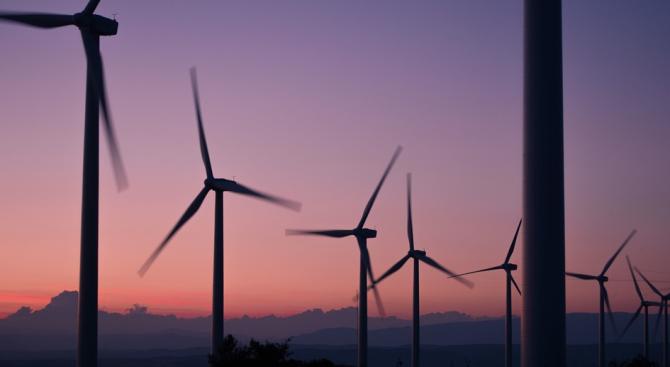 ЕС може да пести милиарди, като използва повече възобновяеми енергийни източници