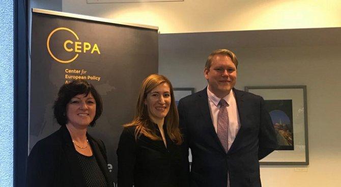 Министър Ангелкова: Работим активно за привличане на инвестиции