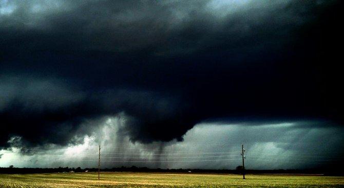Мощно торнадо взе жертви в САЩ (видео)
