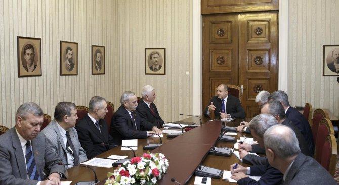 Румен Радев се срещна с представители на Съюза на офицерите и сержантите от запаса и резерва