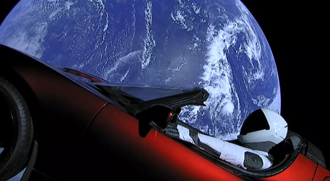 Автомобилът на Илон Мъск може да застраши живота на Марс