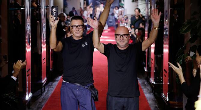 Долче и Габана вкараха дронове и ангели на дефилето си в Милано (видео)
