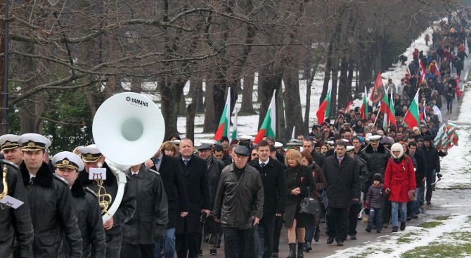 Варненци се поклониха пред героите, загинали за освобождението на България (снимки)
