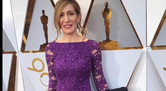Ангелкова засенчи звездите по червения килим на Оскарите (снимки)