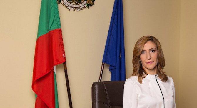 Николина Ангелкова откри български щанд на международно изложение