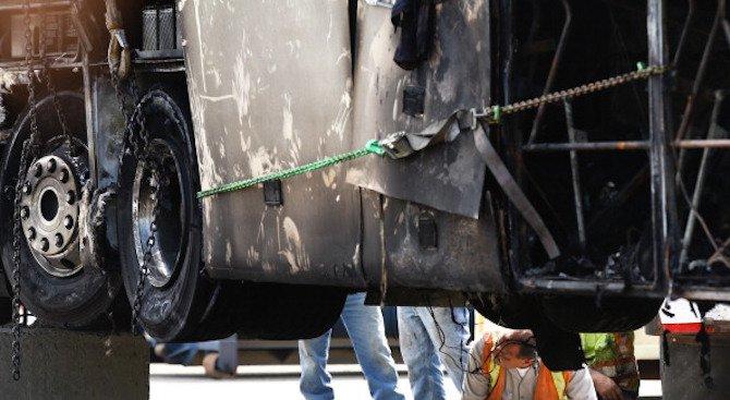 Тежка катастрофа между училищен автобус и джип взе две жертви
