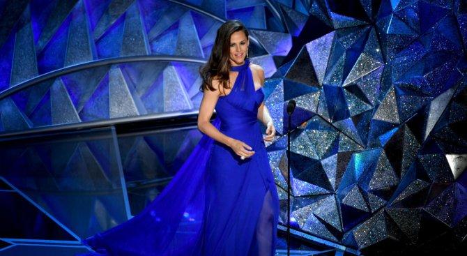 """Звездите пренебрегнаха черното на червения килим за наградите """"Оскар"""" (снимки)"""