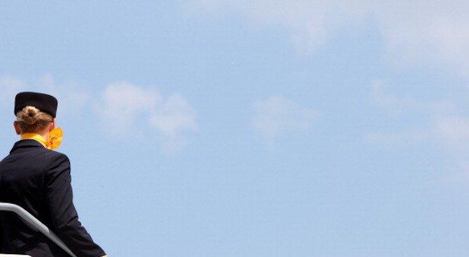 Българска стюардеса падна от самолет в Уганда и загина (обновена+снимка 18+)