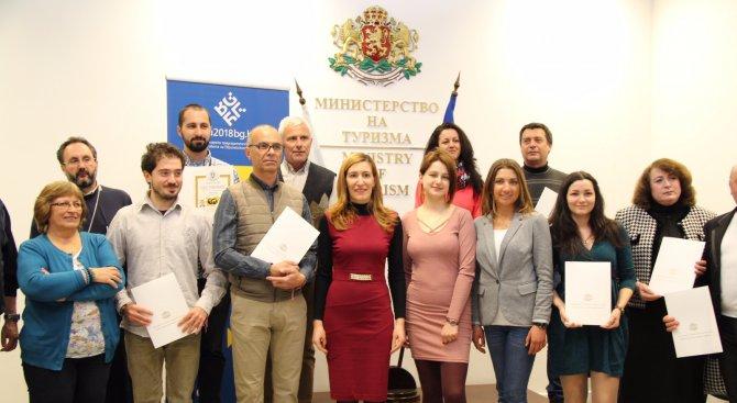 Министър Ангелкова връчи първите удостоверения за планински водачи и за още нови екскурзоводи