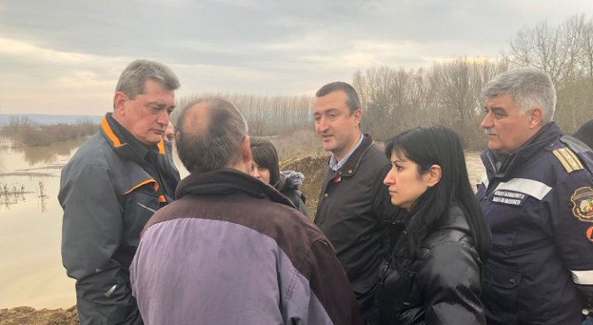 Спешно ремонтират напоителните съоръжения до Иново и Брегово