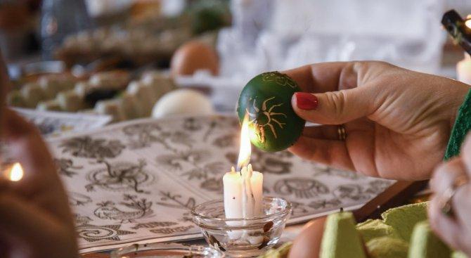 Етнографският музей провежда работилници за писани великденски яйца (снимки)
