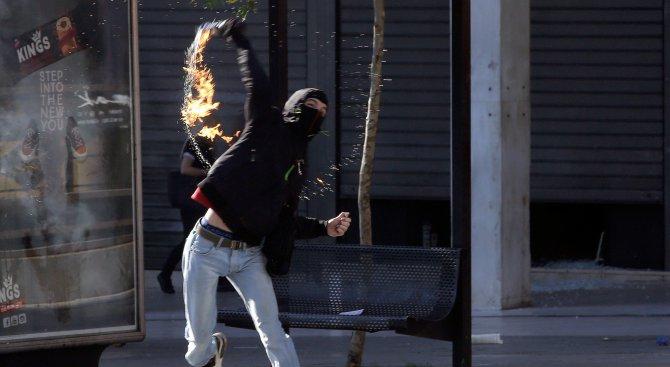 Хвърлиха коктейли Молотов по турското посолство в Дания (видео)