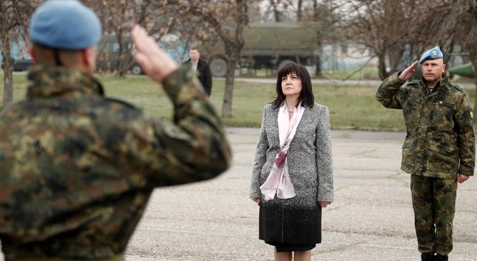 Караянчева участва в празника на бригада Специални сили