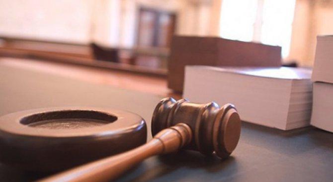 Отложиха делото срещу 18-годишната майка, удушила бебето си в Стамболийски
