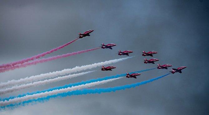 """Самолет от акробатичната ескадрила """"Червени стрели"""" се разби в Уелс, съдбата на пилотите е"""
