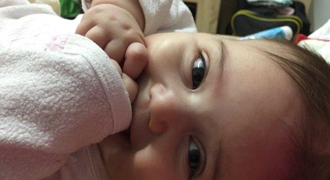 Бебе с остра лимфобластна левкемия се нуждае спешно от помощ