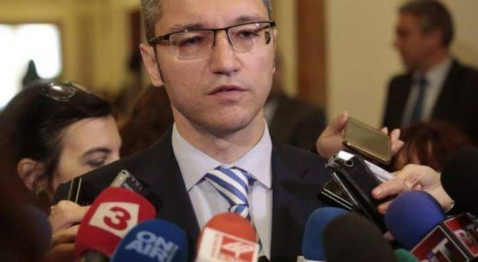 Борисов да дойде в парламента и да обясни защо е привикал посланика ни в Русия, иска БСП