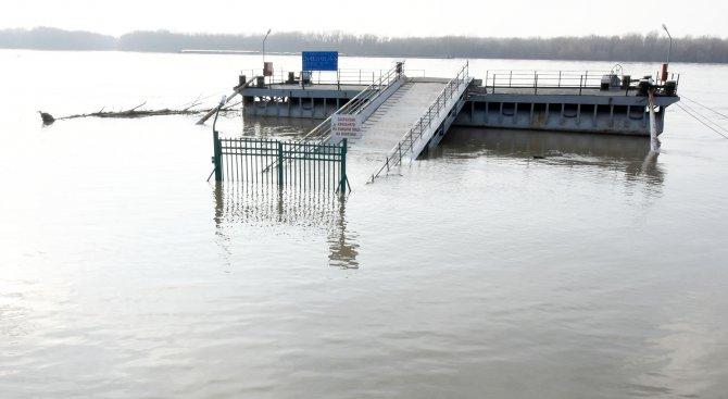 Нивото на Дунав край Русе мина 7 метра (снимки)