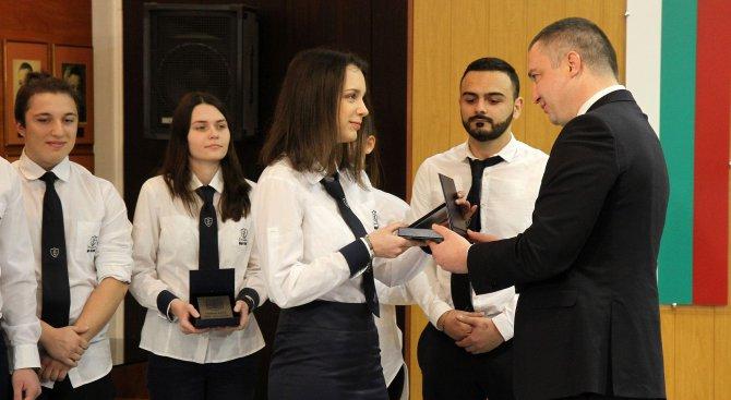 Община Варна награди учениците, спечелили конкурс на НАСА (снимки)