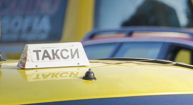 Таксиметрови шофьори протестираха в Русе заради убийството на колега (снимки)