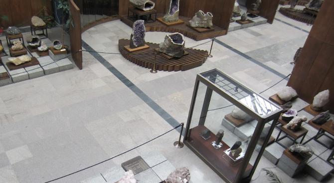 Великденско изложение на минерали, фосили и скъпоценни камъни в София
