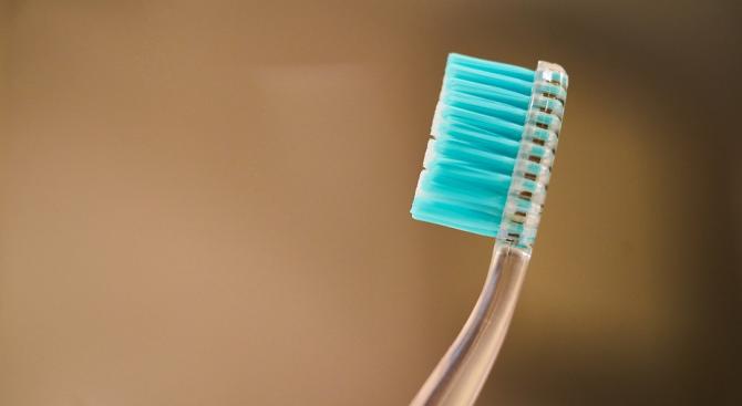 Вижте разликата между нова и използвана четка за зъби (видео)