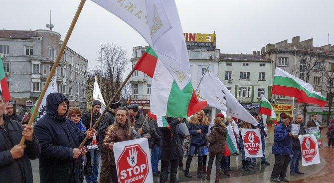 Във Варна протестират против визитата на Ердоган (снимки)