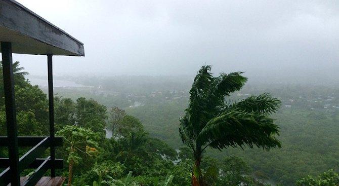 Мощен тропически циклон връхлетя Фиджи (видео)