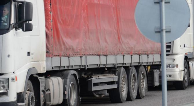 Интензивен трафик за товарни автомобили на ГКПП Капитан Андреево
