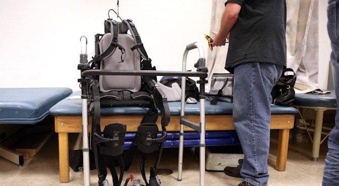 Лекари върнаха тактилните усещания на парализиран