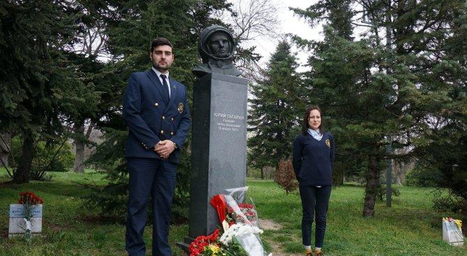 Варненци се поклониха пред делото на Юрий Гагарин (снимки)