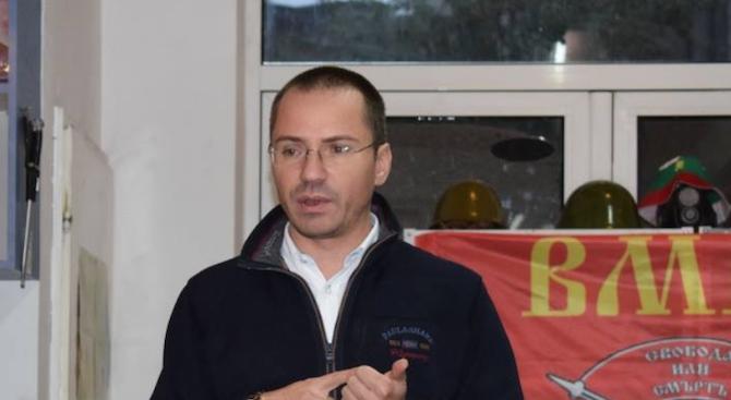 Ангел Джамбазки изригна срещу футболните вандали, обяви им война заради ранената полицайка
