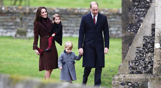 Фенове на принц Уилям и Кейт прииждат към болницата, в която ще се роди 3-то им дете