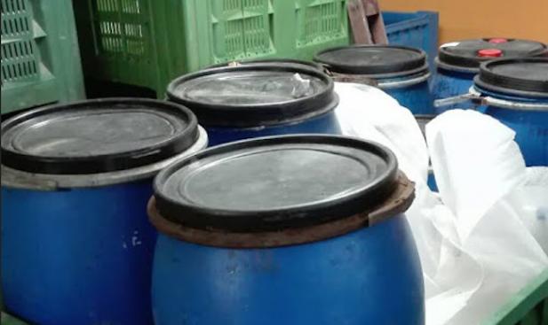 Митничари спипаха над 1 тон ракия без акциз в склад за плодове и зеленчуци