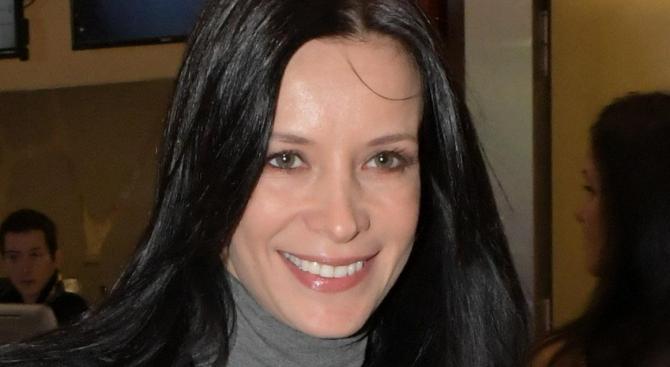 Яна Маринова: Мама си отиде от алкохол и хапчета!
