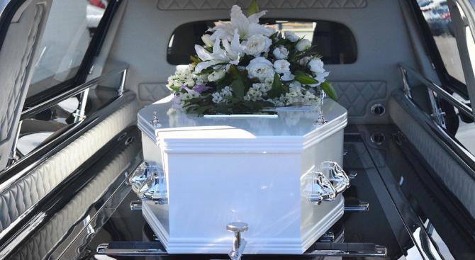 Ученичка отиде в ковчег на абитуриентския си бал