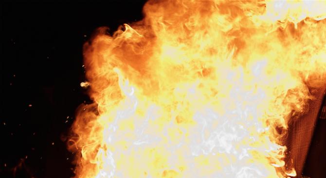 Автобус с работници се самозапали