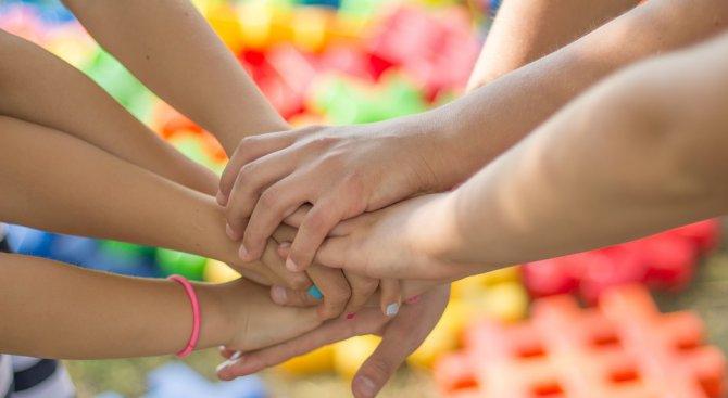 """Деца от различни етноси и социални групи участват в концерта """"Различни, но заедно"""""""