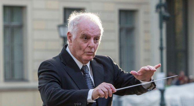 Диригент връща музикални награди заради отличени рапъри