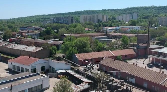 Хеликоптер кацна аварийно в Свищов (видео)
