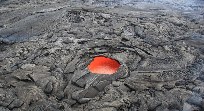Евакуират 10 000 жители на Хавайските острови заради вулканично изригване