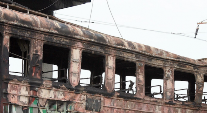 Извършват оглед на изгорял локомотив от влака София - Бургас