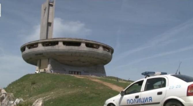 Полиция пази денонощно паметника на Бузлуджа
