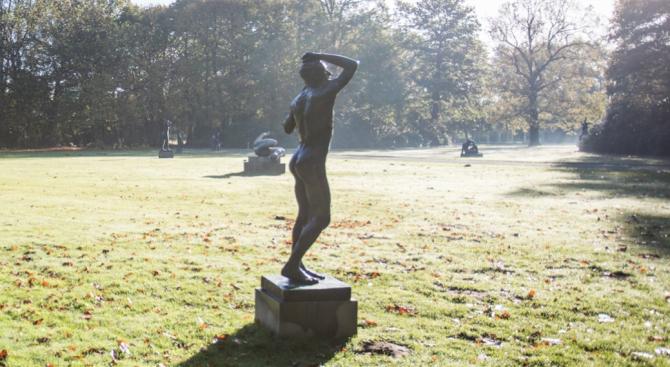 Статуя с огромна ерекция всява смут сред жителите на Антверпен